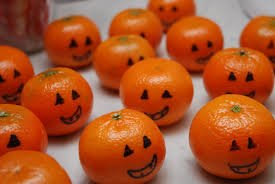 A Halloween Will not be Complete Without Pumpkin! These Pumpkin Oranges are a Healthy Fruit Pick for Trick or Treat!