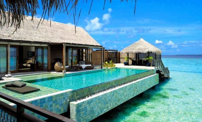 Enjoy living in a spacious mansion as you gaze at the peaceful scenery in the Maldives.
