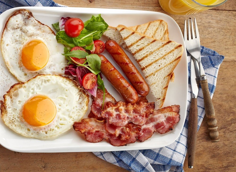 Start your day by eating a breakfast rich in protein to burn your foods and convert it into energy as you face the day.